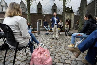 A lezione dal prof. Edward Nieuwenhuis della Roosevelt College University nel centro di Middelburg - Diritti d'autore JOHN THYS/AFP or licensors